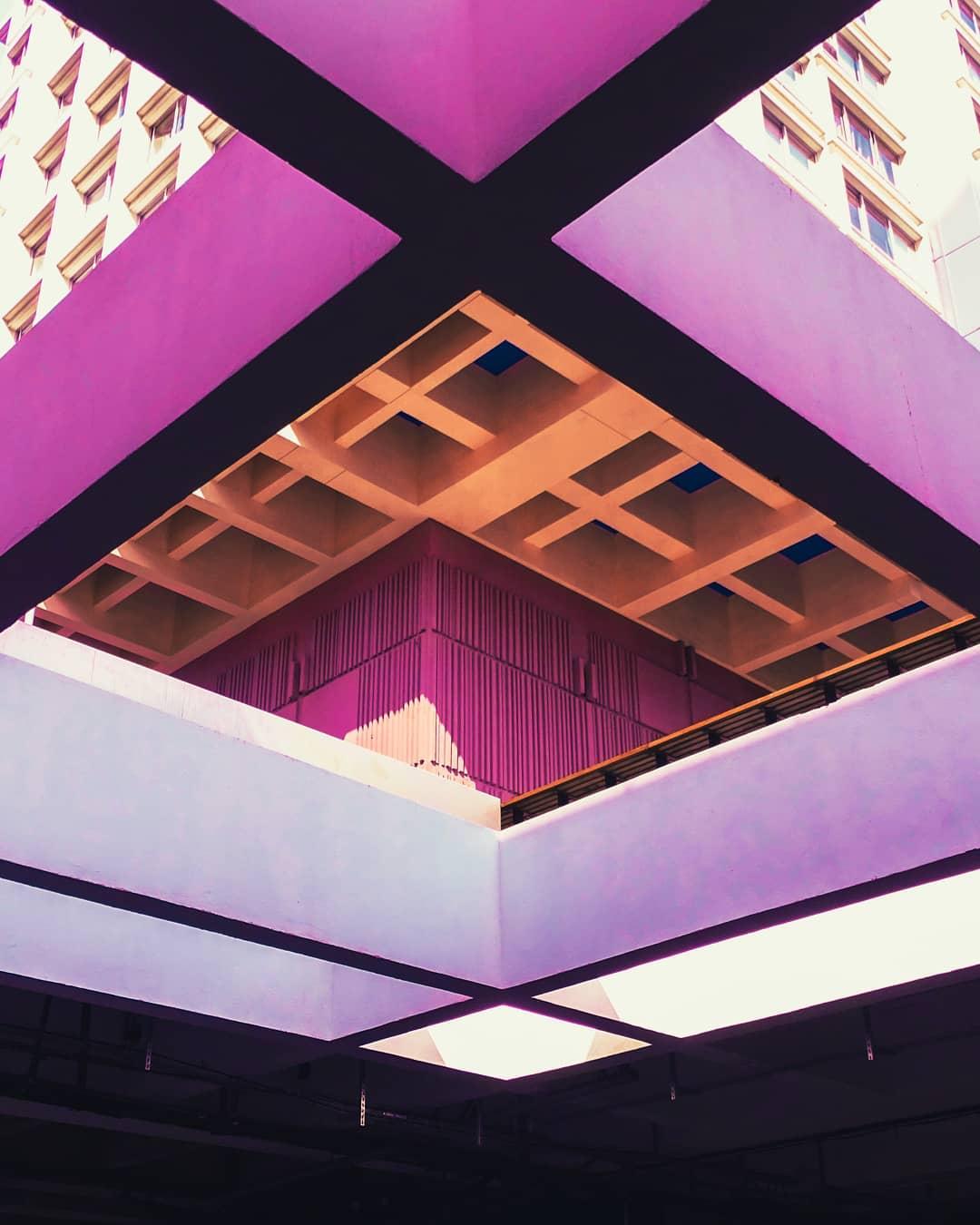фиолетовая стена Богренель